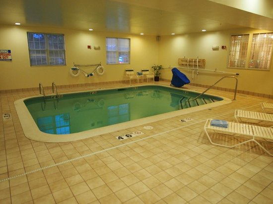 TownePlace Suites Manchester-Boston Regional Airport : Indoor Pool