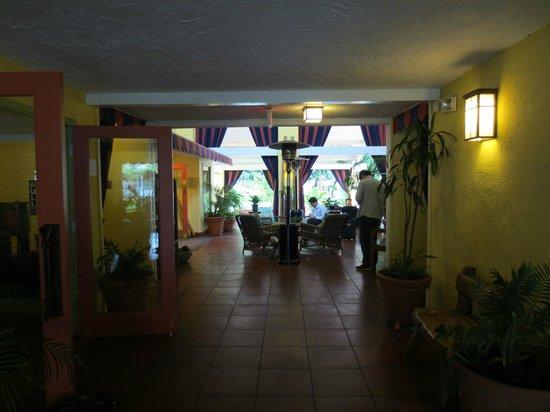 Wild Palms Hotel - a Joie de Vivre Hotel : Lobby area has plenty of seating