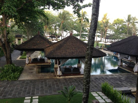INTERCONTINENTAL Bali Resort: PRIVATE BALES IN CLUB POOL