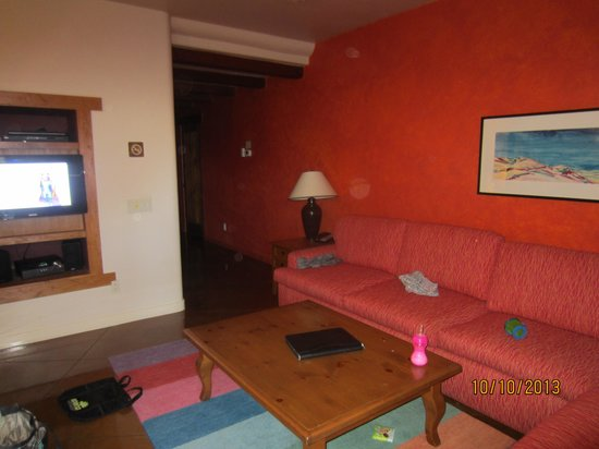 Embarc Palm Desert: living room