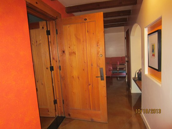 Embarc Palm Desert: door that connected the two suites