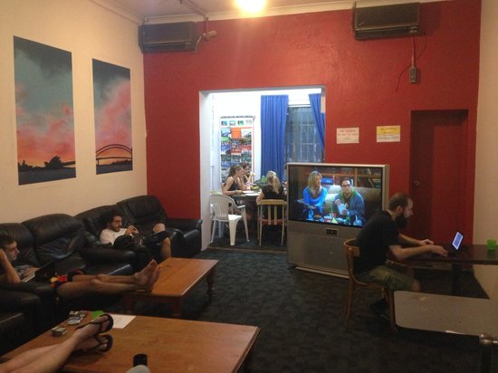 Hump Backpackers : TV room