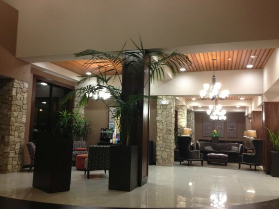 Drury Inn & Suites San Antonio Airport: Upgraded lobby