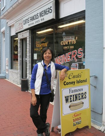 Curtis Famous Weiners: The sign
