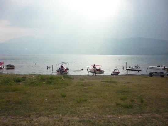 Lake Coatepeque: la orilla del lago