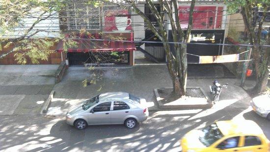 In House: Vista hacia la calle desde el balcon de la habitacion