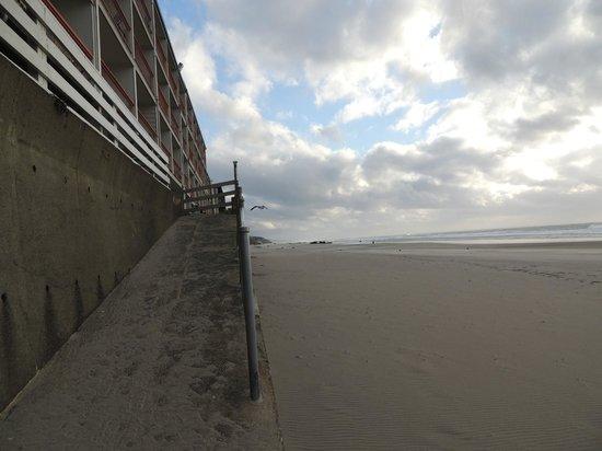 Surftides Lincoln City: Beach access ramp