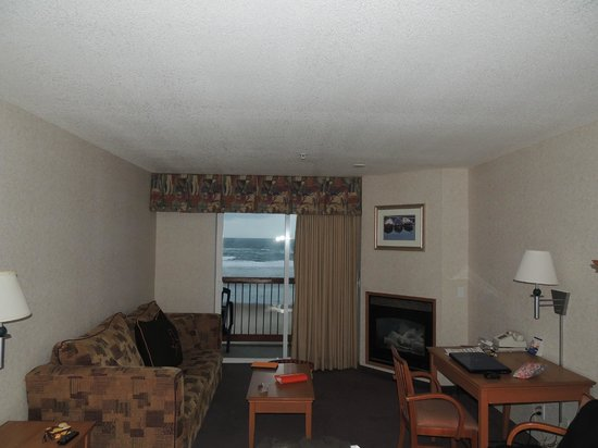 Surftides Lincoln City: King room with fireplace