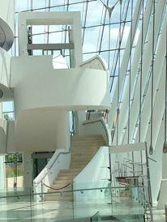 Kauffman Center for the Performing Arts : Stairs to the upper floors.