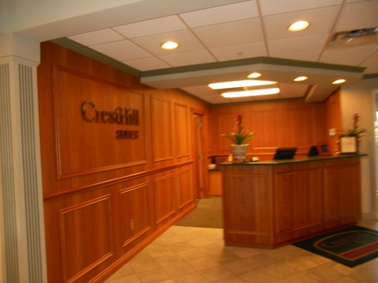 CrestHill Suites Syracuse: Check in area