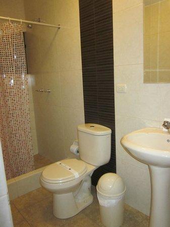 Casa Villa Arequipa: Our bathroom