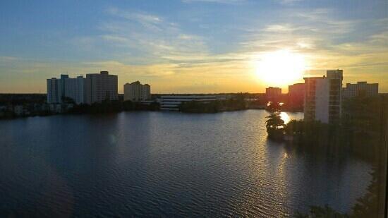 Homewood Suites Miami-Airport / Blue Lagoon : vista da janela do quarto.