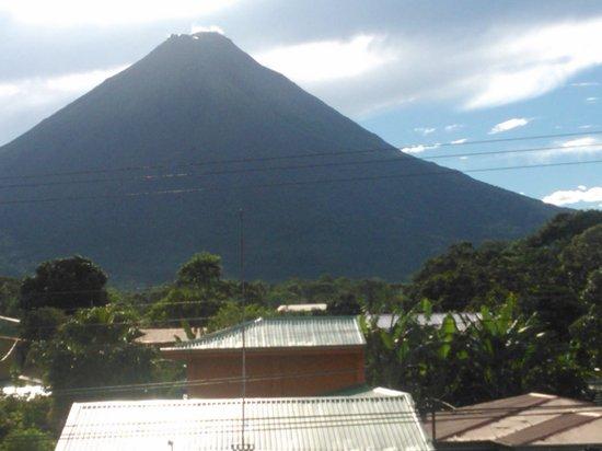 San Bosco Inn: vista del volcan desde terraza del hotel