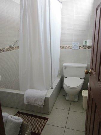 Casa Bella Boutique Hotel: My bathroom