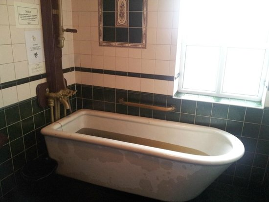 Kilcullen's Seaweed Baths: The tub.