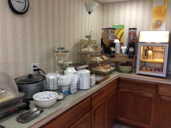 Quality Inn Newport News: Breakfast Bar