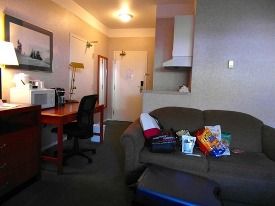 Days Inn Canmore: Kitchenette room with desk, keurig coffee, couch, fireplace and flat screen tv.