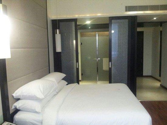 E Hotel: Room view 2