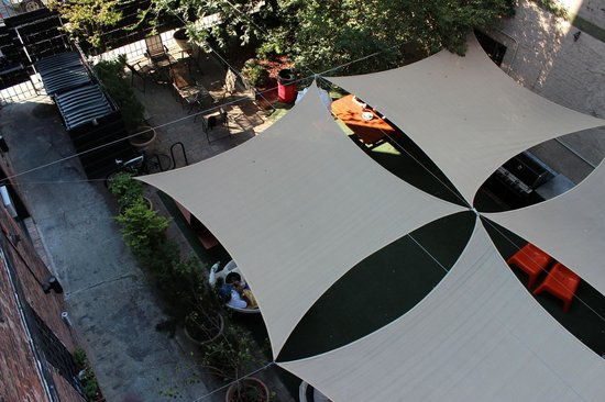 The New York Loft Hostel: Backyard Canopy