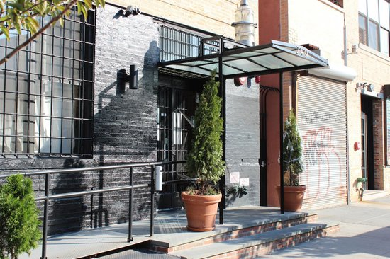 The New York Loft Hostel: Entrance