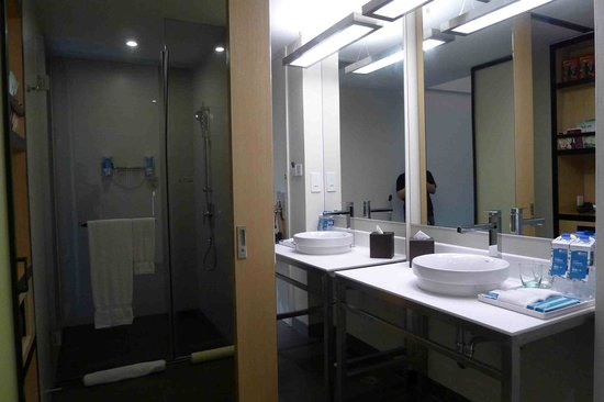 Aloft Nanhai Foshan: bathroom