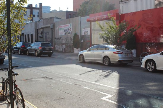 The New York Loft Hostel: Street Parking