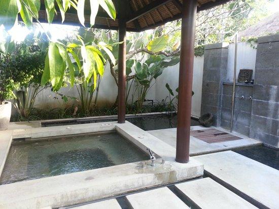 Kayumanis Nusa Dua Private Villa & Spa: Our personal Jacuzzi