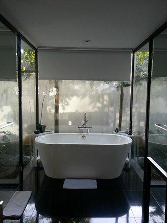 Kayumanis Nusa Dua Private Villa & Spa: Bathroom