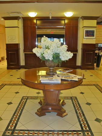 Hilton Garden Inn Bloomington: Entry