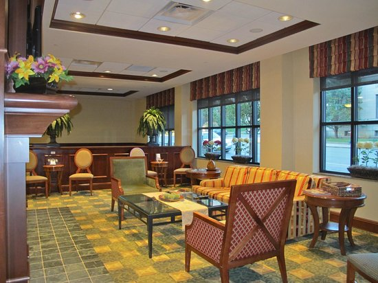 Hilton Garden Inn Bloomington: Lobby