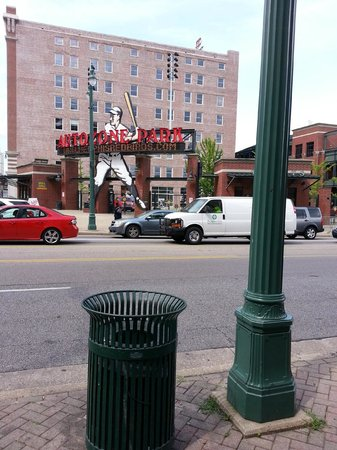 DoubleTree by Hilton Memphis Downtown : Across the street