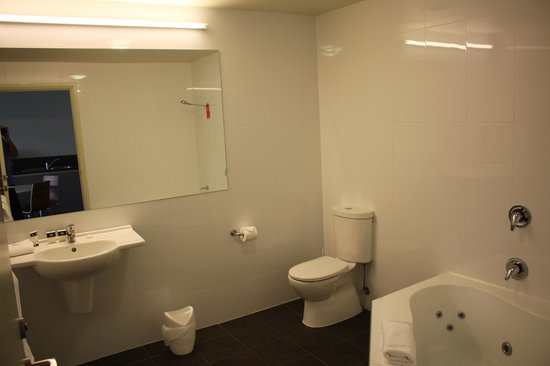 Travelodge Hotel Hobart Airport : Bathroom
