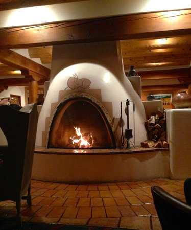 Hotel Santa Fe : fireplace next to bar and restaurant