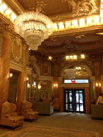Wolcott Hotel: Beautiful foyer