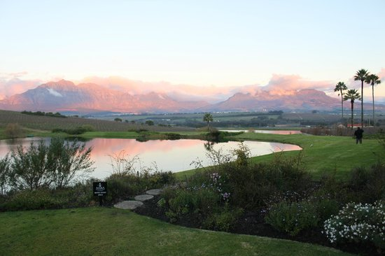 Asara Wine Estate & Hotel: View from Hotel towards Stellenbosch