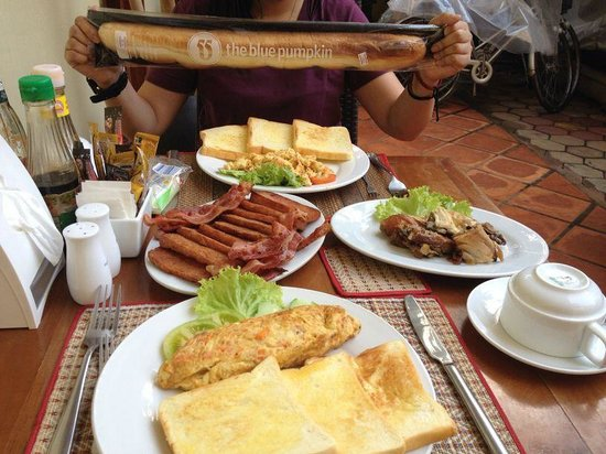 Check Inn Siem Reap: We asked if they can cook for us. Best match with their inter-continental breakfast!
