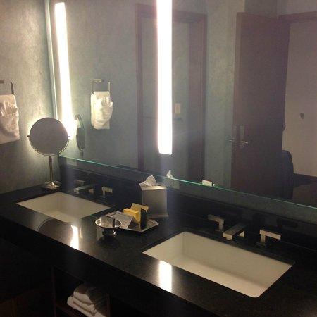 Isleta Resort & Casino : bathroom