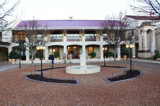 Asara Wine Estate & Hotel: Outer Courtyard