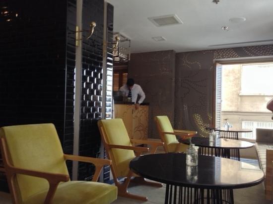 Witt Istanbul Suites : reception area