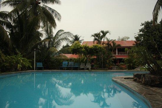 Seaside Travellers Inn: the pool