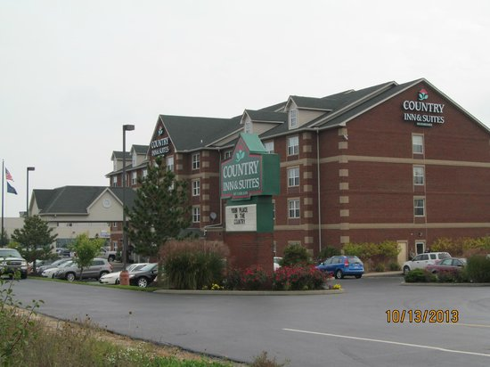 Country Inn & Suites by Radisson, Cincinnati Airport, KY: Outside the front of the building