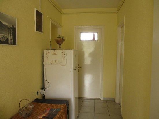 Bloutsos Rooms. Холодильник в коридоре.
