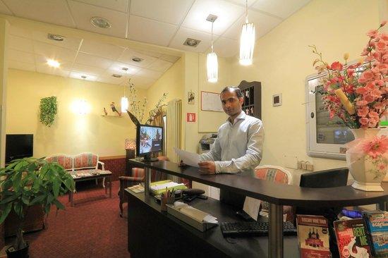 Hotel Toscana: Recetionps