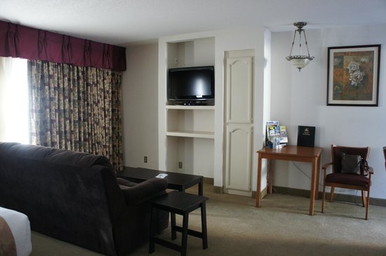 Best Western Westminster Inn: we eNjoy playing our Wii games heRe...