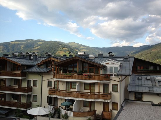 Front view bild von alpenparks residence zell am see for Living room zell am see
