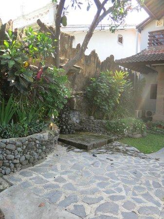 Puri Sading Hotel : Small Garden