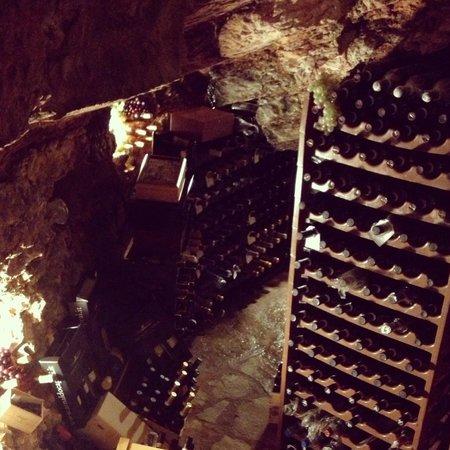 Casa Vacanza Piantamori: the restaurant cellar