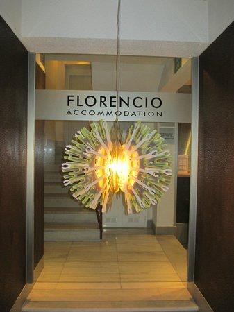 Florencio Hostal : Вход в отель.