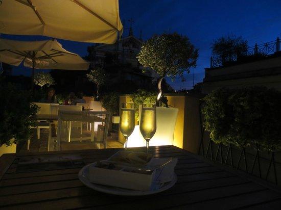 9 Hotel Cesari: Roof Terrace in the evening