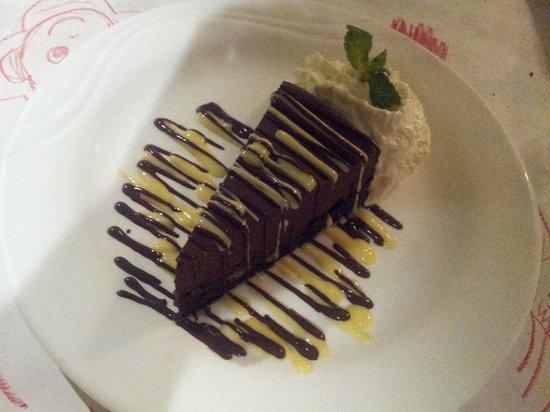 Jackie Rey's Ohana Grill : The chocolate mousse cake